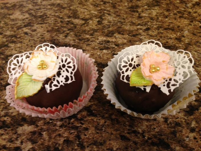 Cake balls with edible lace